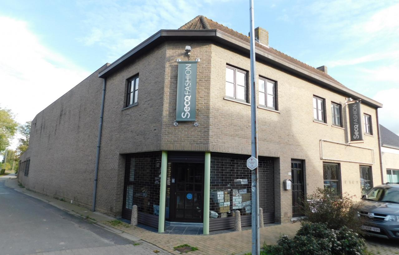 Westvleteren: luxe-woning met 2 woonentiteiten en verzorgd magazijn